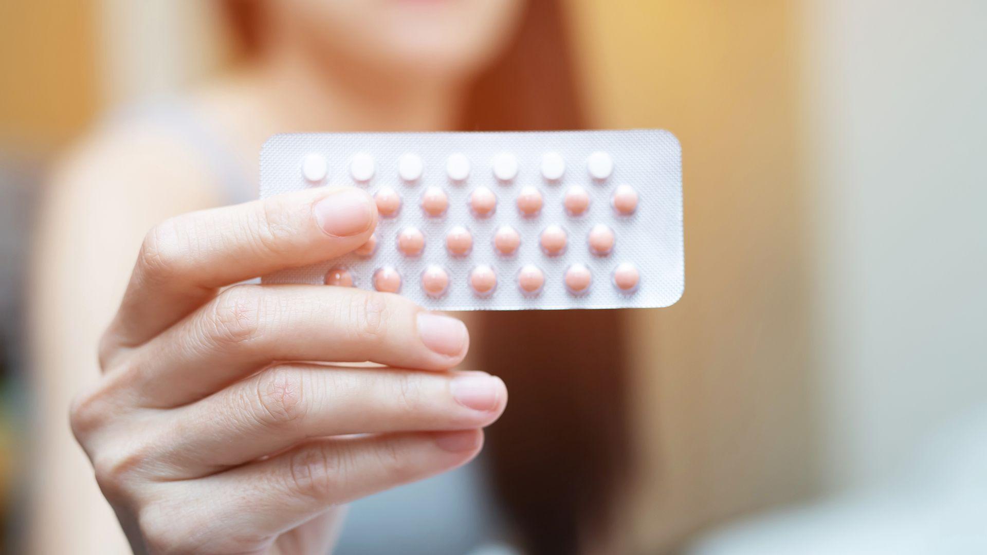 """""""La idea de que la medicación puede alterar algo tan fundamental para nuestras personalidades como nuestra sexualidad plantea muchas preguntas sobre la psicología, la atracción, incluso la noción completa del yo"""", advierte la psicóloga social evolutiva Sarah E Hill (Shutterstock)"""