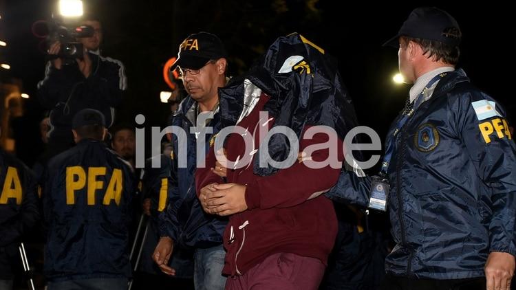 Navarro Cádiz al arribar a la Argentina tras ser extraditado desde Uruguay (Nicolás Stulberg)