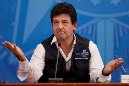 El ministro de Salud de Brasil, Luiz Henrique Mandetta, en rueda de prensa en Brasilia, Brasil, 15 abril 2020. REUTERS/Ueslei Marcelino