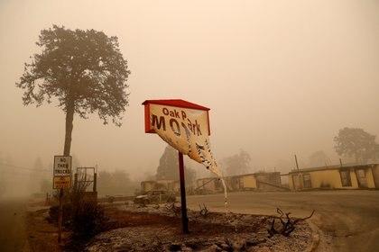 Los restos de un hotel dañado por el fuego se encuentran, en las secuelas del incendio de Beachie Creek en Gates, Oregón, EE.UU., el 14 de septiembre de 2020 (REUTERS/Shannon Stapleton/File Photo)