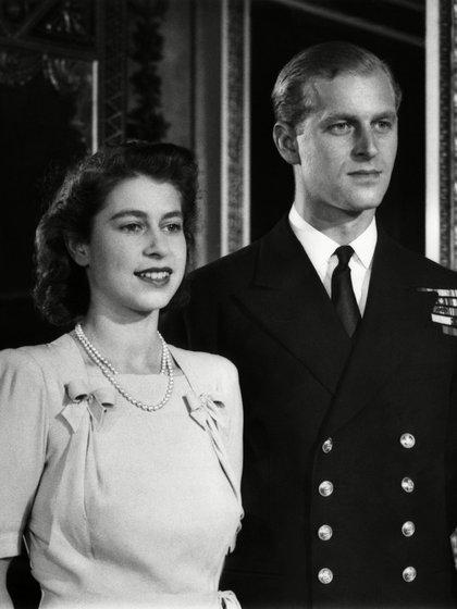 Nacido en la isla griega de Corfú en 1921, fue hijo del príncipe Andrés de Grecia y Dinamarca y de la princesa Alicia de Battenberg. Vivió una difícil infancia, pero encontró su lugar en la Marina Real  británica donde llegó a ser uno de los tenientes más jóvenes en la historia de la institución