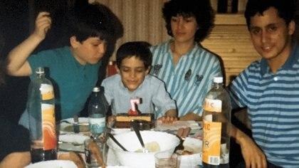 Nico cumplió siete años en Francia.