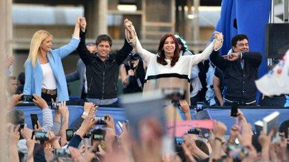 Verónica Magario, Axel Kicillof, Cristina Kirchner y Fernando Espinoza