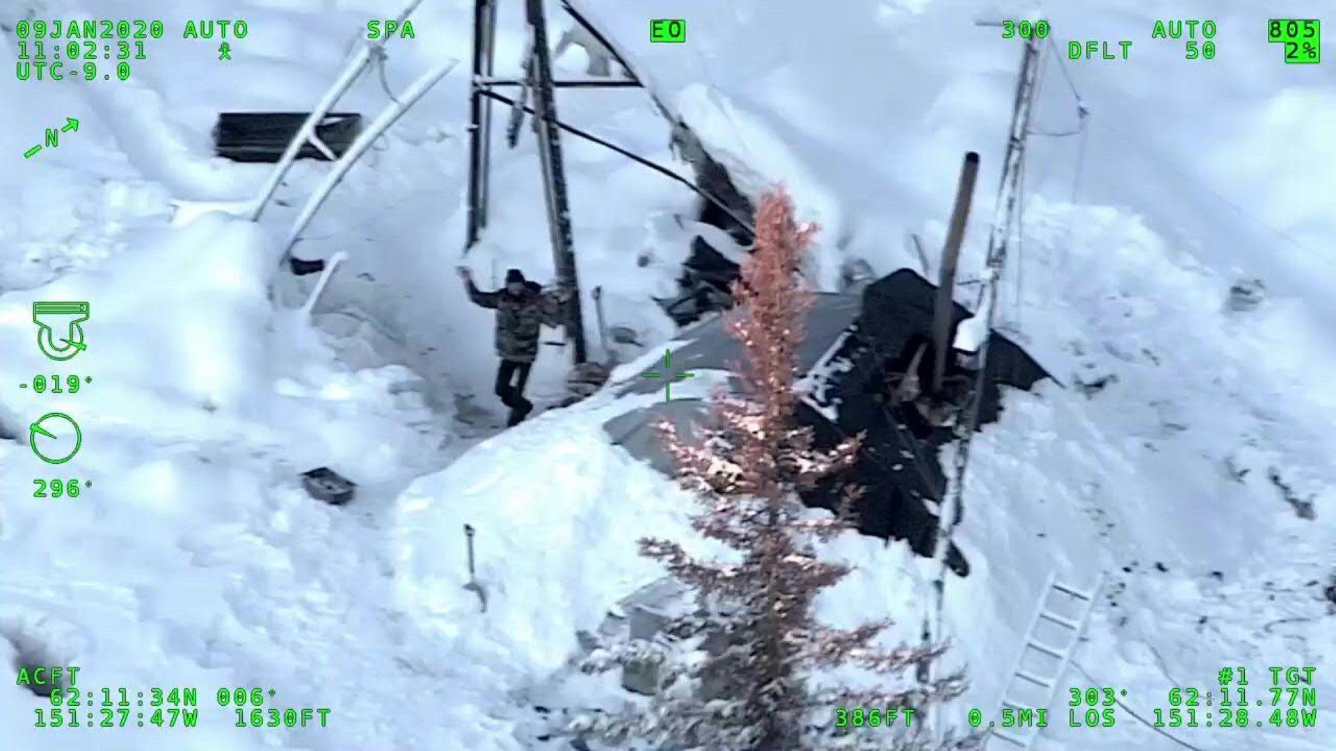 Un joven estadounidense desafió el frío polar y las nevadas en Alaska durante más de 20 días, sin techo después de que se incendiara su refugio.