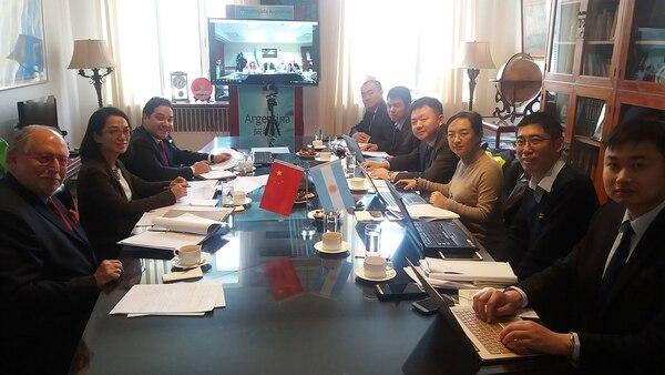El embajador Guelar encabezó la comitiva argentina que cerró la negociación