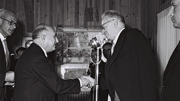 Jorge García Granados y el segundo presidente de Israel, Yitzhak Ben Zvi, en la residencia de Beit HaNassi, en Jerusalén, en 1955.