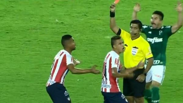 El árbitro del encuentro le mostró la tarjeta roja a Germán Gutiérrez