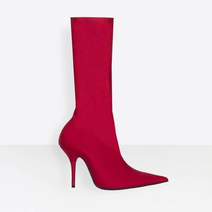 """Las""""Knife Booties"""" causaron una revolución. Balenciaga lanzó estos novedosos zapatos que consisten en un zapato-media. En diferentes colores y medidas fueron los fetiches de las celebridadesy figuras prominentes comoJuliana Awada"""