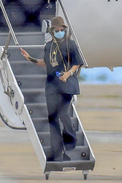 Rihanna voló en su jet privado hacia su país natal Barbados. La cantante viajó para pasar la Navidad en familia y acompañada por sus seres queridos