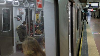 Los sábados los subten cortan el servicio a la medianoche y los domingos y feriados a las 22 horas (Adrián Escandar)