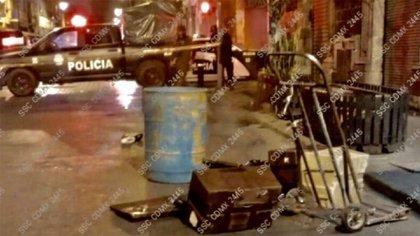 """Agentes de la SSC lo capturaron en la madrugada del fin de semana cuando trasladaba los restos de dos personas en una caja de plástico y bolsas negras """"que sacó de una vecindad controlada por la Unión"""" (Foto: Twitter/@c4jimenez)"""
