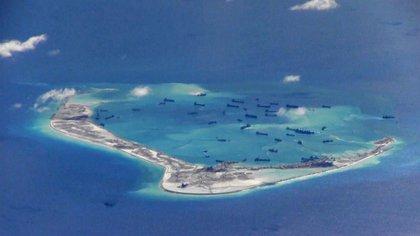Movimientos de naves chinas cerca de las islas Spratly en el Mar de China Meridional. (Reuters)
