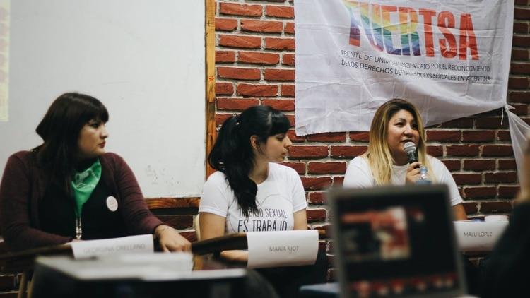 López (der.) junto a Georgina Orellano y la actriz porno feminista María Riot