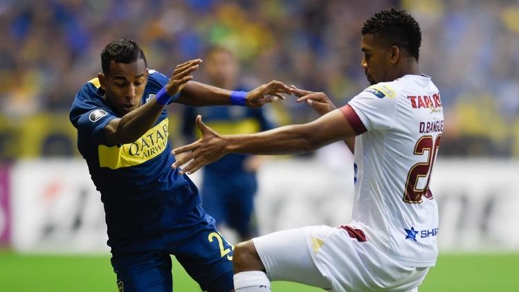 Sebastián Villa se recostó sobre la derecha y los pocos ataques de Boca fueron desde su sector (AP)