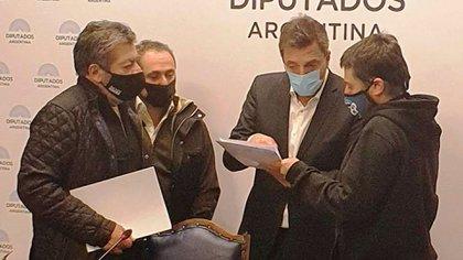 Gerardo Martínez, Sergio Sasia, Sergio Massa y Juan Grabois, en la reunión de sindicatos y movimientos sociales en Diputados