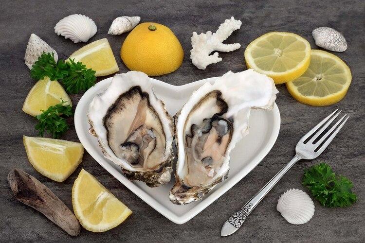 Las ostras contienen toneladas de zinc, un mineral importante en la producción de testosterona y producción de esperma (Shutterstock)