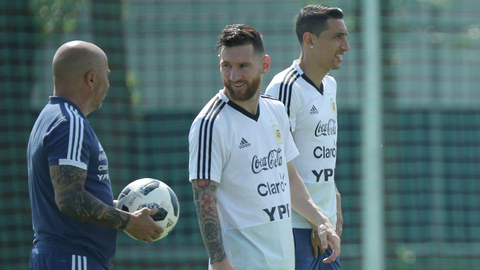 Messi y Di María, juntos en un entrenamiento de la Selección durante el Mundial de Rusia (REUTERS/Albert Gea)