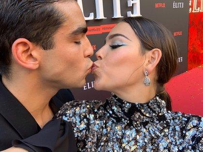 Danna y Omar se divirtieron en la Alfombra Roja (Netflix)