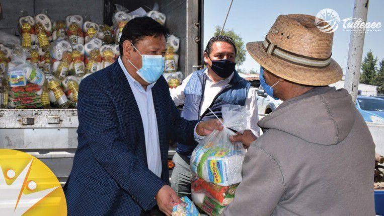 Portuguez Fuentes encabezó la entrega de despensas por COVID-19. (Foto: Ayuntamiento de Tultepec)