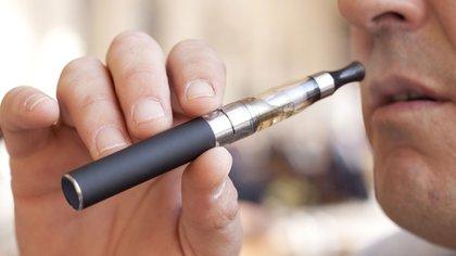 El Departamento de Salud del Estado ha recibido 56 informes médicos de graves enfermedades pulmonares en pacientes entre los 15 y 46 años. La edad mínima para fumar en Nueva York son los 21 años (Foto: Shutterstock)