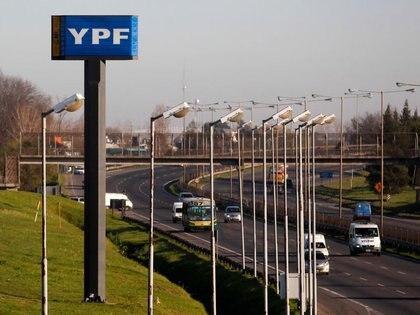 YPF dice que mantiene su oferta y que está en proceso de negociación