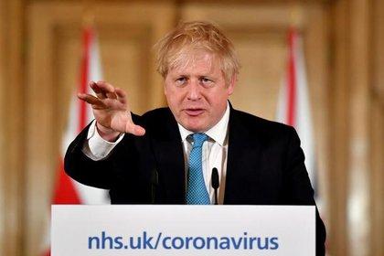 FOTO DE ARCHIVO. El primer ministro británico, Boris Johnson, ofrece una conferencia de prensa para hablar sobre la respuesta de su gobierno a la pandemia de coronavirus.  Leon Neal/Pool via REUTERS