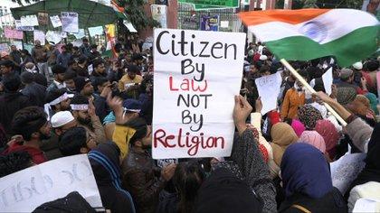 Más de 20 personas han muerto en India en los últimos diez días en las protestas contra una ley de ciudadanía considerada discriminatoria por los musulmanes, que representan el 14% de la población del país.