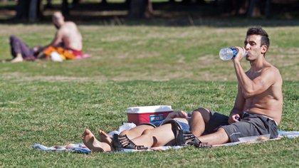 La ciudad de Buenos Aires está atravesando su primera ola de calor del año (NA)