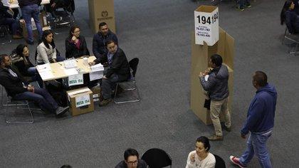 Los políticos han perdido seguidores según encuesta de Pulso País