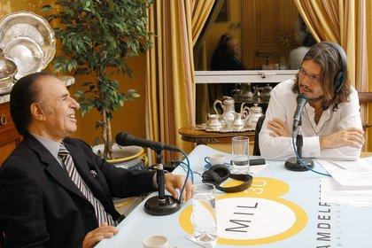 Tinelli también tuvo participaciones en distintas radios argentinas. Desde 1993 hasta 1998 fue director artístico de Radio Uno. Entre 2001 y 2004 manejó RadioShow (hoy Blue), donde condujo su programa radial RadioMatch. En el 2004 adquirió Radio Del Plata, y más tarde volvió a hacerse cargo de Radio Uno hasta el 2007. (Ideas del Sur)