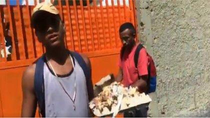 Este joven pidió al periodista dinero para comprar un pan (Captura de pantalla)