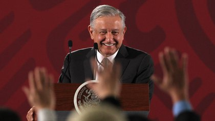 El presidente de México, Andrés Manuel López Obrador, habla durante su rueda de prensa matutina, en el Palacio Nacional, en Ciudad de México (México). EFE/ Mario Guzmán/Archivo