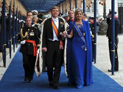 Los reyes de Holanda en el día de su Coronación, en abril de 2013 (Reuters)