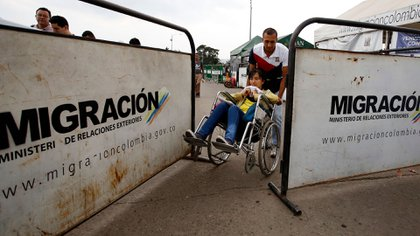 Los venezolanos buscan un futuro mejor en otras naciones, y Colombia es el principal destino (AP)