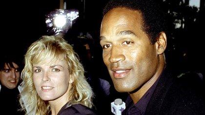 O.J. Simpson y su ex esposa Nicole Brown