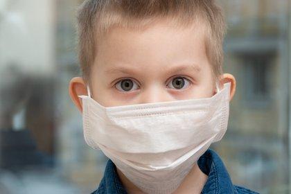 Los investigadores observaron síntomas neurológicos en niños con un misterioso síndrome inflamatorio relacionado con el COVID-19 (Shutterstock)