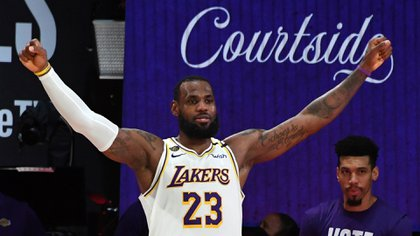 LeBron James festejó el campeonato de la NBA con los Lakers (Andrew D. Bernstein/NBAE via Getty Images/AFP)