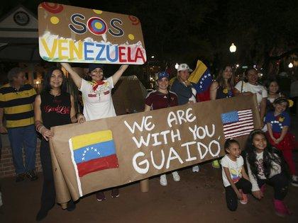 Protestas en Florida. (Bruce Ackerman/Star-Banner via AP)