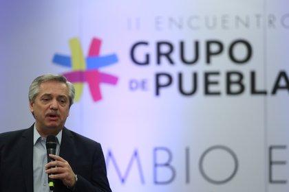 Foto archivo: Alberto Fernández habla como presidente electo en una reunión del Grupo de Puebla en Buenos Aires. 9 de noviembre de 2019 (REUTERS/Agustin Marcarian)