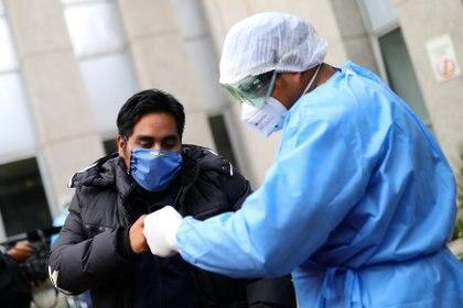 De la semana 28 a la 29 se registró un decremento de 7% en casos estimados (suma de contagios confirmados y sospechosos) a nivel nacional. (Foto: Reuters/Edgard Garrido)