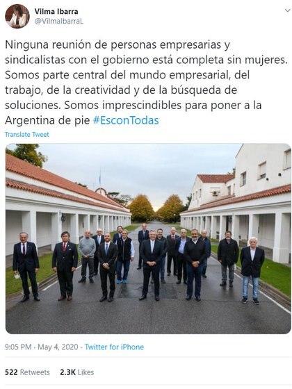 Vilma Ibarra objetó la foto del pacto social sin mujeres. #EsConTodas resaltó en redes sociales.