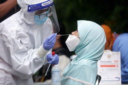 Las variantes también están aumentando la presión sobre el lanzamiento de la vacuna catódica del país, para tratar de proteger a más personas y detener la transmisión antes de que las variantes se vuelvan dominantes (EFE/EPA/ADI WEDA/Archivo)