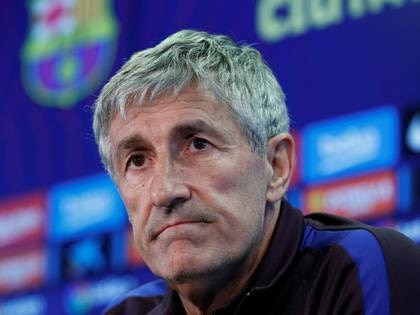 FOTO DE ARCHIVO: El entrenador del Barcelona, Quique Setien, durante una rueda de prensa. 29 de febrero de 2020. REUTERS/Albert Gea