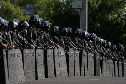 El operativo en los alrededores del tribunal (Reuters)