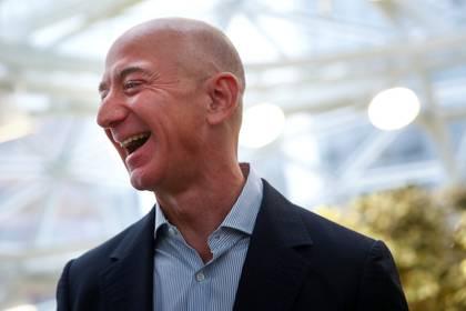 Jeff Bezos durante la apertura del cuartel general de Amazon en Seattle (REUTERS/Lindsey Wasson/archivo)