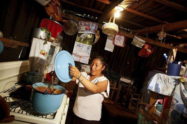 El mandatario señaló que su prioridad son las personas de menores ingresos  Foto: Reuters