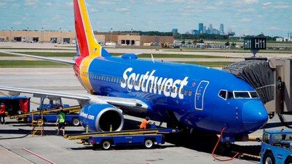 Un 737 MAX de Southwest sufrió un desperfecto mientras viajaba al aeropuerto de Victorville, donde la empresa está concentrando al modelo