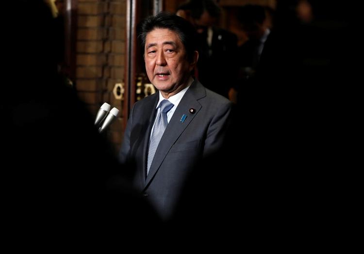 El gobierno del primer ministro japonés Shinzo Abe denunció el miércoles que Corea del Norte había disparado un misil hacia su Zona Económica Exclusiva (REUTERS/Issei Kato)