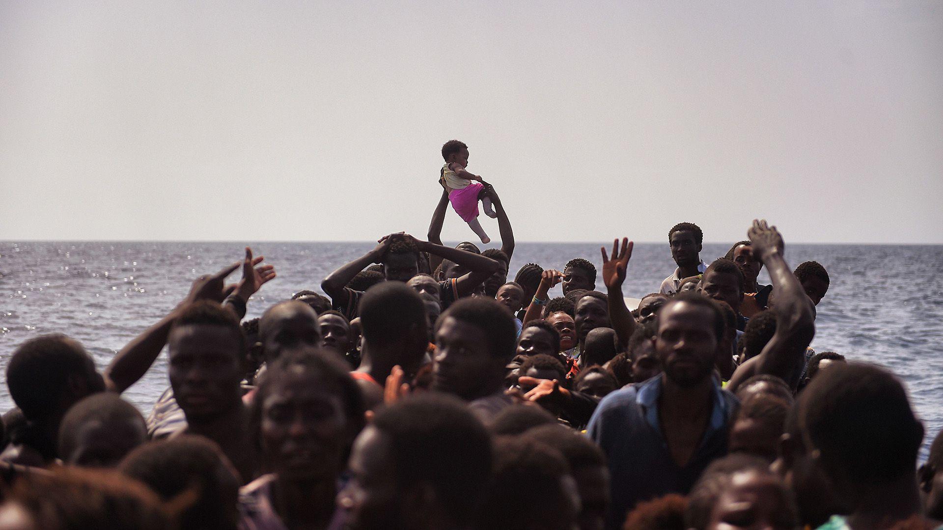 Las condiciones en las que miles de personas arriestan su vida para llegar a Europa (AFP)