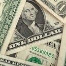 El dólar cede 1,5% en enero.